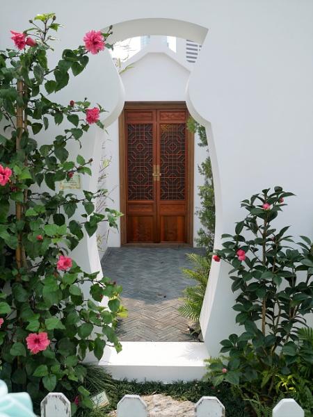 Door to Door by RoderickTsang