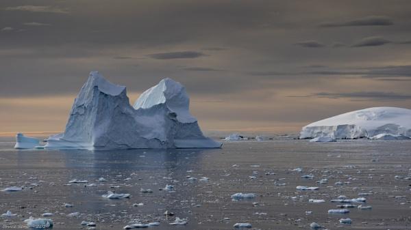 Antarctic Iceberg by MNTraveler