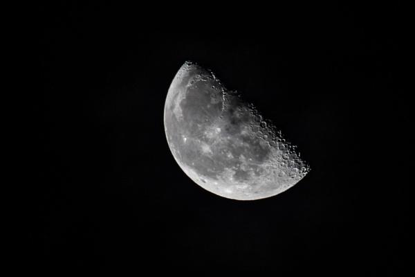 Half moon by philstan