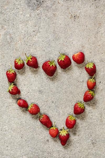 Herz aus Erdbeeren by mongol