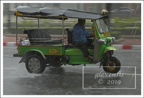 Tuk-tuks in The Rain (1 of 12) by glevensis