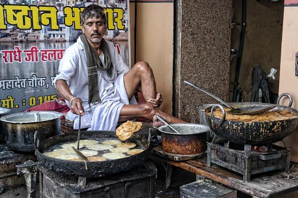 sweet maker in Pushkar by sawsengee