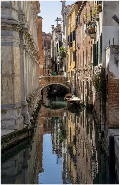 Gondola coming through! by Lillian