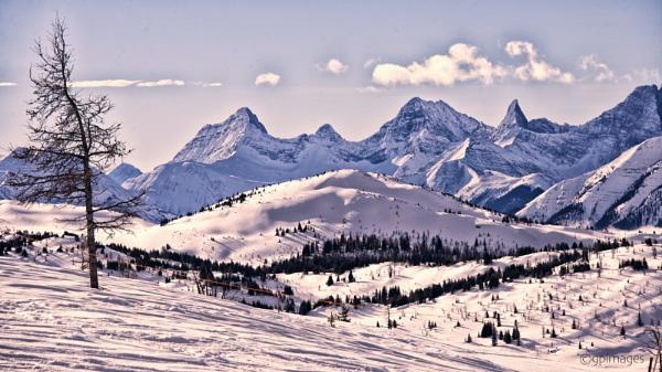 Jagged Peaks by gpimages