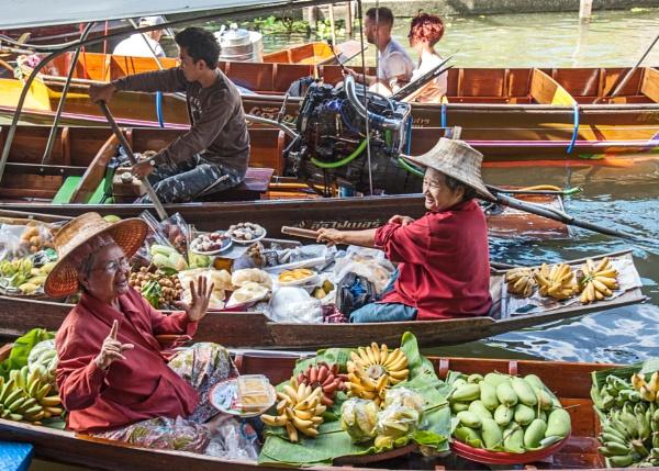 Damnoen Saduak Floating Market, near Bangkok, Thailand by brian17302
