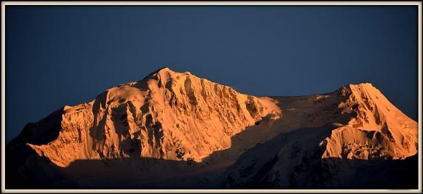 Golden Kanchenjunga. by Manas