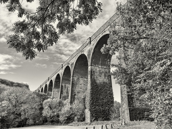 Porthkerry Viaduct by franken