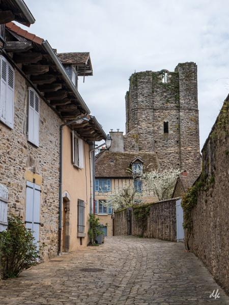 La Tour du Plo, St Yrieix la Perche by chataignier