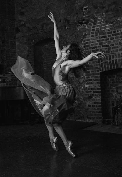Dance by rontear