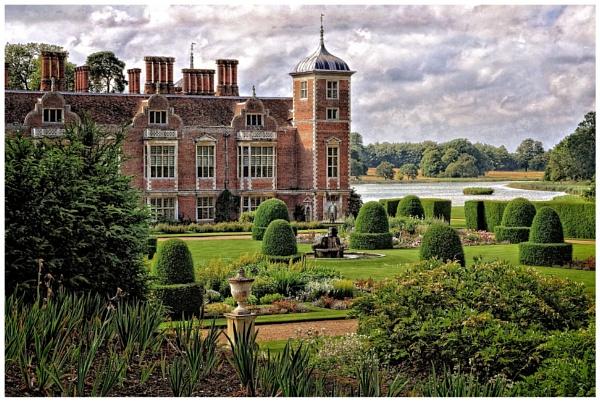Blickling Hall in Norfolk by PhilT2