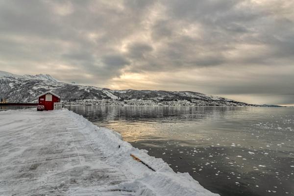Winter\'s light by Ingymon
