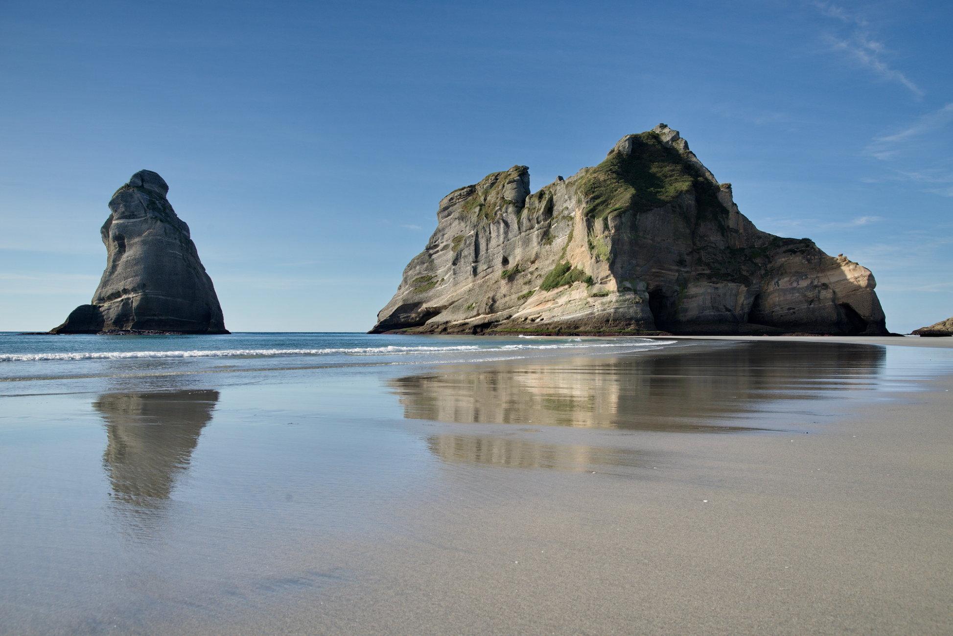 Whaririki beach rocks