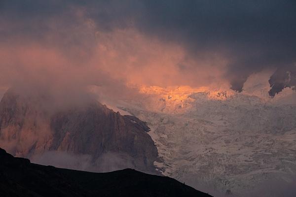 Jungfrau under the cloud by rontear