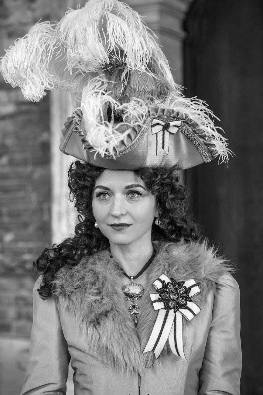 Veronica de Valois ... in black and white