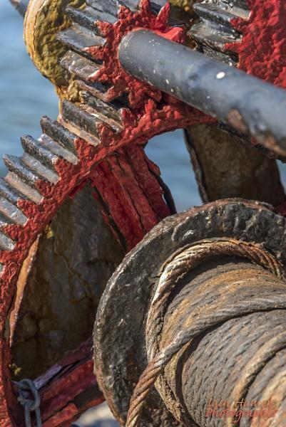 Rusty winch by IainHamer