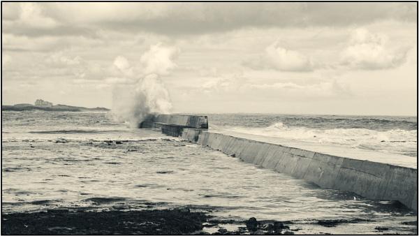 Breakwater, Seahouses by woolybill1