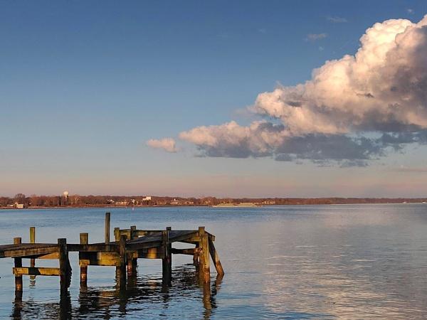 Abandoned Pier by sbrentbill