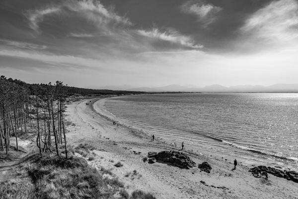 Beach walk by Ingymon