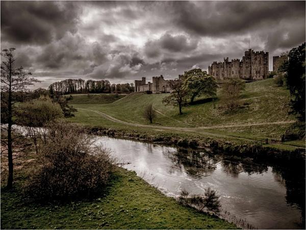 Alnwick Castle by KingBee