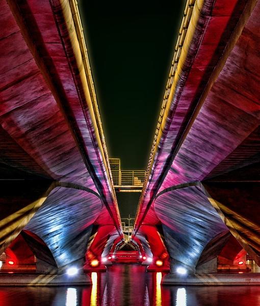 Under the bridge........ by sawsengee