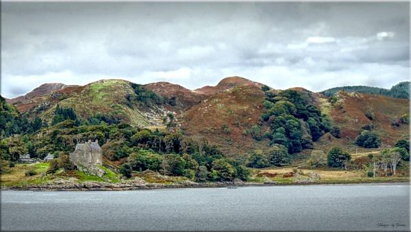 Castle Duntrune Ower Loch Crinan. by Tooma