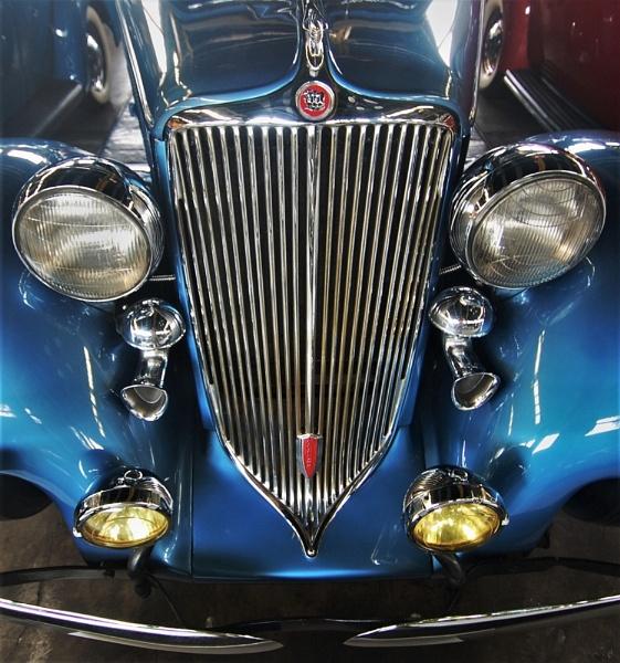 Blue car by pedromontes