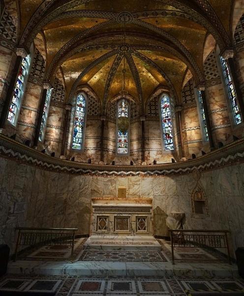 Fitzrovia Chapel by StevenBest