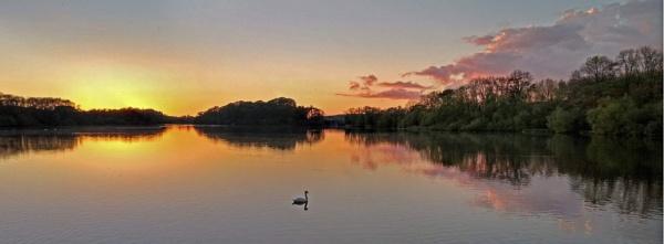 Sunset at Swithland reservoir by nanpantanman