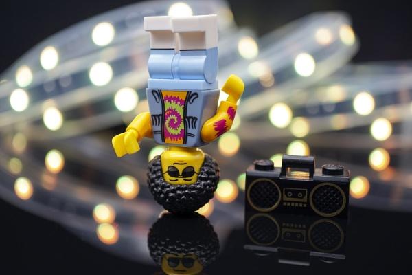 Ghetto Blaster Breakdancer by cyrilsquirrel