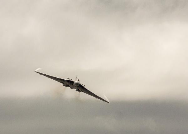 Vulcan XH558 by felixdcat