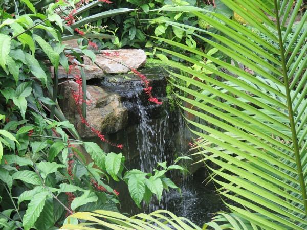 Hidden waterfall at Kew by newbe2