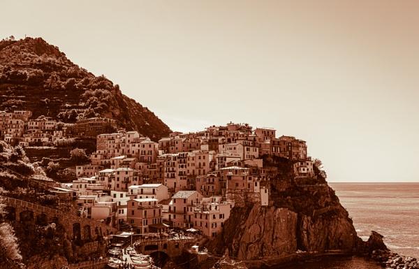 City on the rocks by rninov