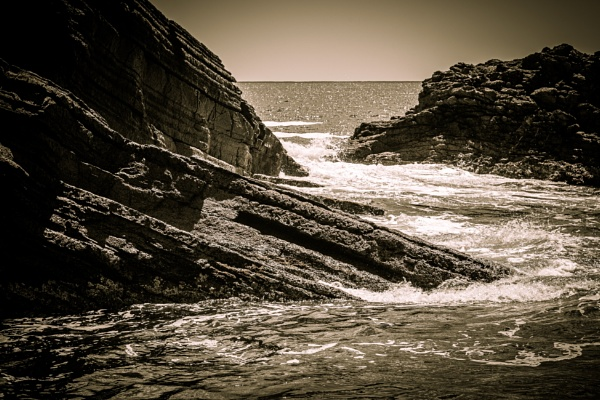 Waves, rocks and sky by rninov