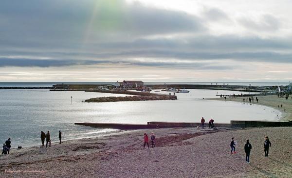 Lyme Regis Cobb Seascape by starckimages