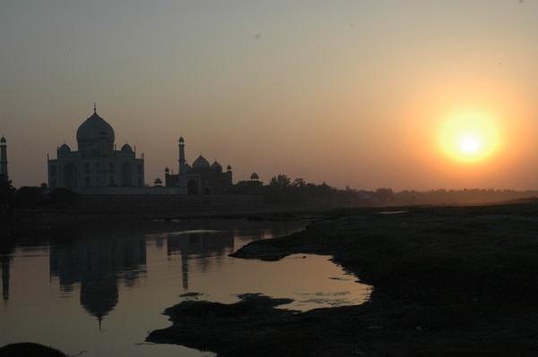 Taj Mahal by the River yahuma by peterthowe