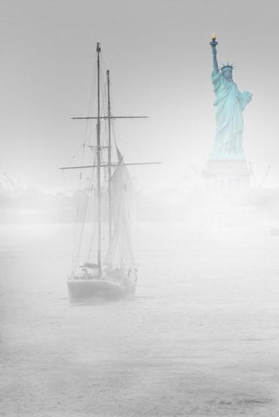 Foggy New York by Paulocks