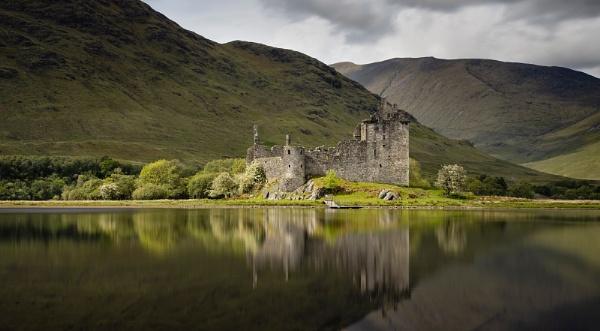 Kilchurn Castle, Loch Awe by Les_Cornwell