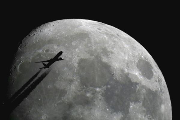 Moon Flyby by XxPaulxX