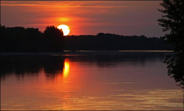 Sunset in the Loire ... by JuBarney