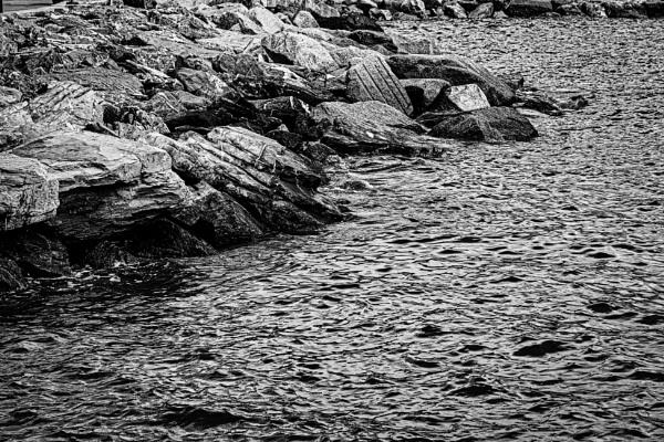 Rocks and sea by rninov
