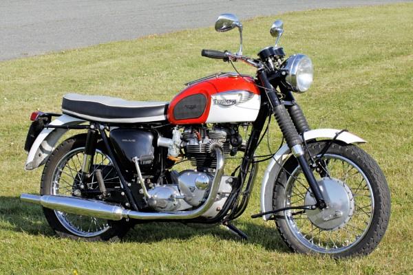 Triumph Bonneville ? by alec123