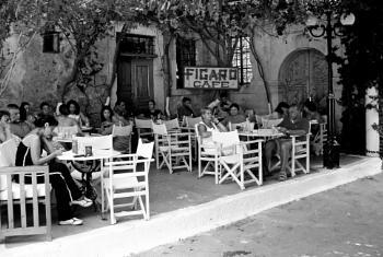 Continental Cafe Scene 2004 - Sans Mobiles !