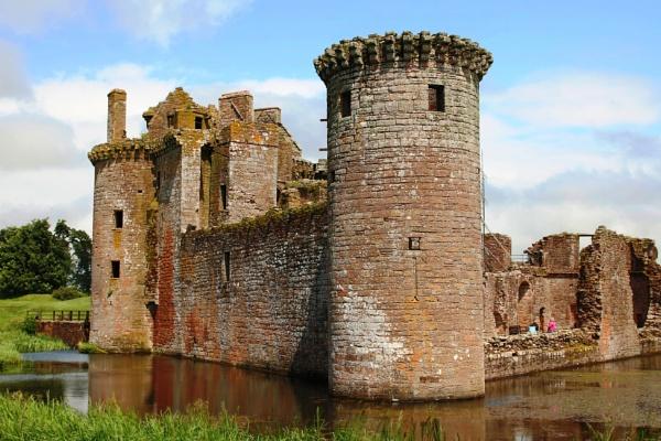 Caerlaverock Castle by olmeister6