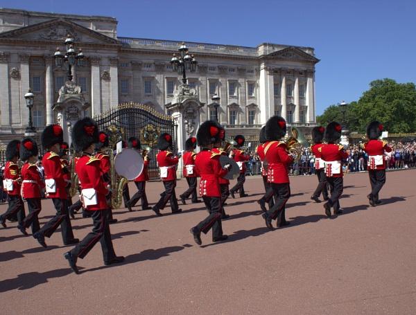 Buckingham Palace by canoncarol