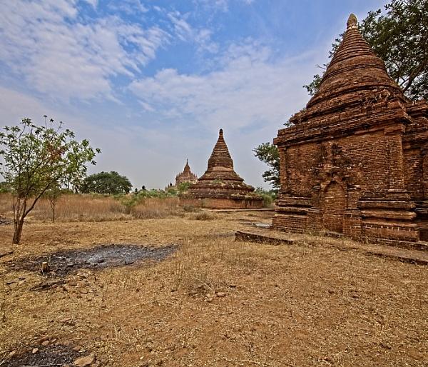 Three Stupa by bobbyl