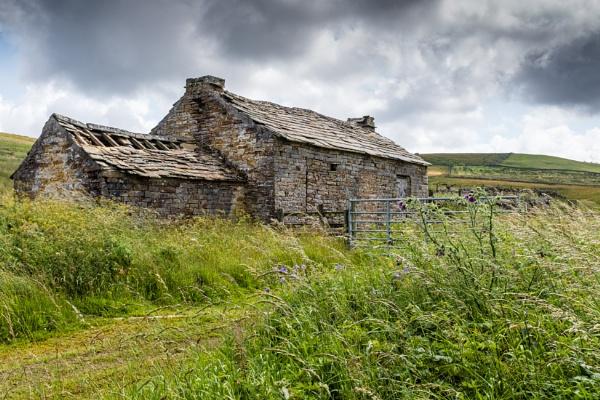 Pennine Cottage by mbradley