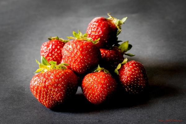 Strawberries - 2. by Jukka