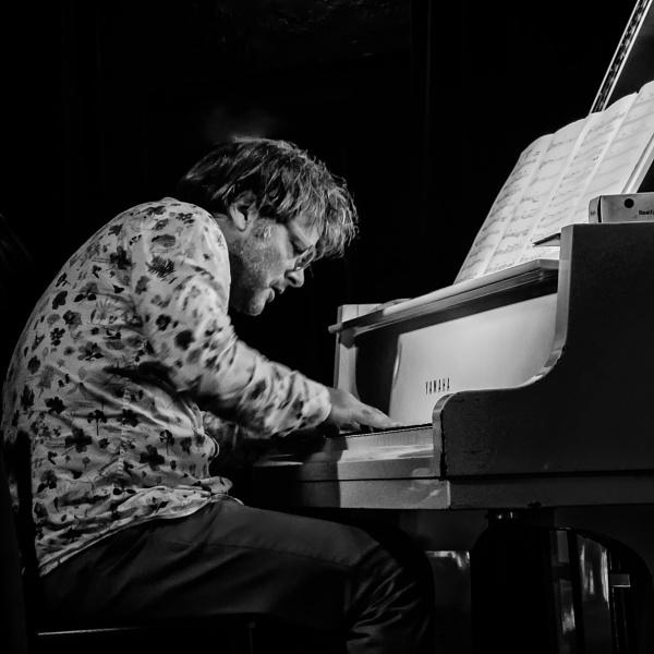 Pianist Jonathan Crayford by barryyoungnz