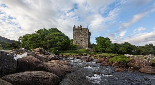 Moy Castle by mjparmy