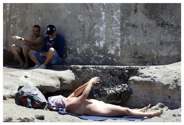 Snapshot of a sunbather (Part II) by bliba